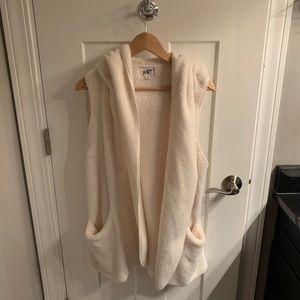 Jolt Faux Fur Fleece Vest, size M